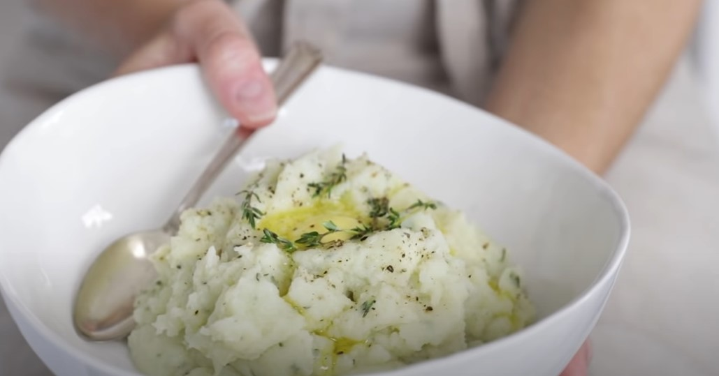 """cauliflower mashed """"potatoes"""" with brown butter recipe"""