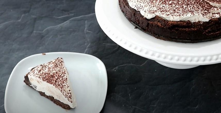Flourless Chocolate Cake with Meringue Recipe