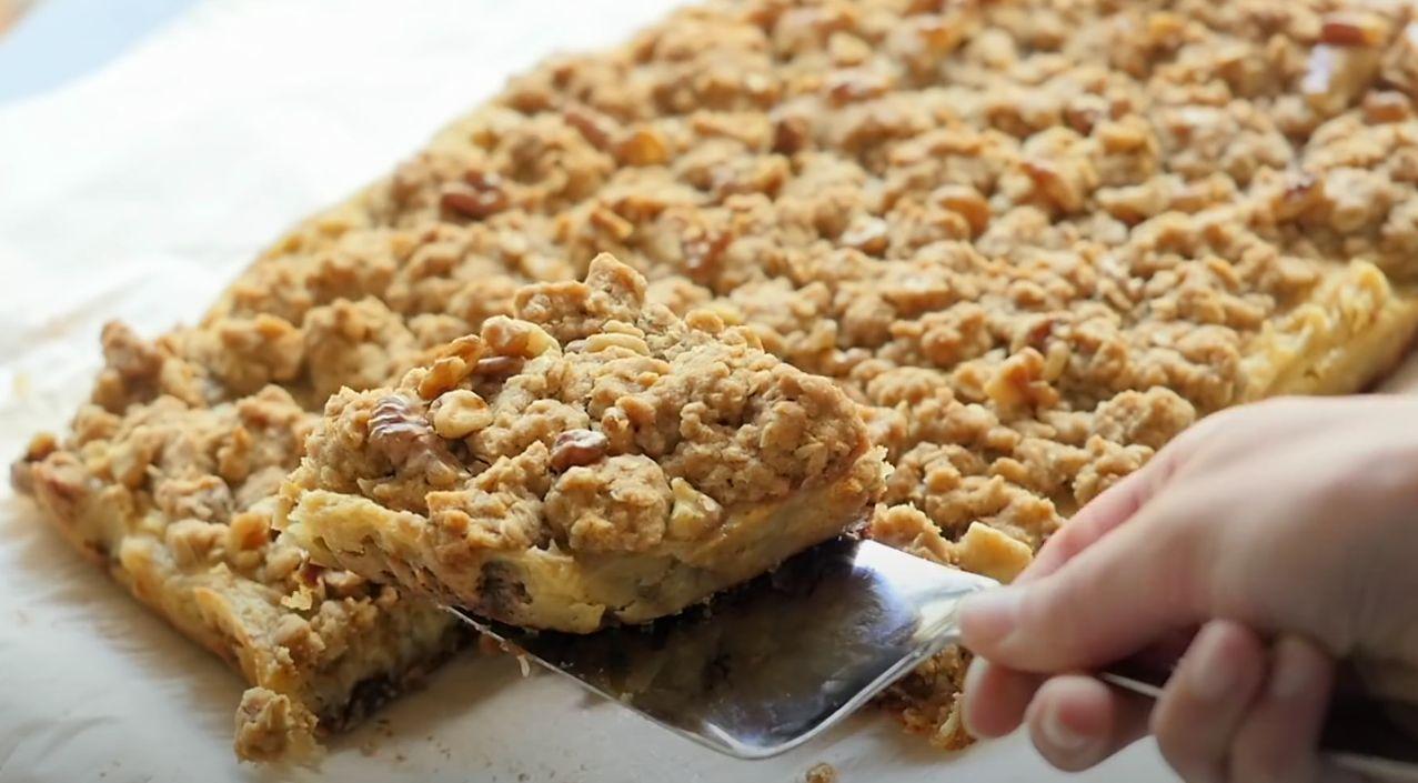 Apple Pie Sour Cream Crumb Bars Recipe