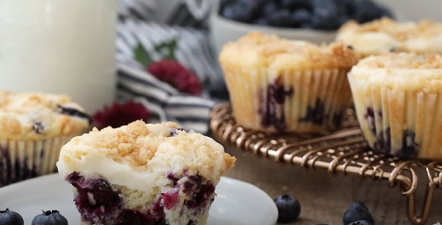 Blueberry Cheesecake Streusel Muffins Recipe