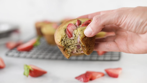 fat-free strawberry banana muffins recipe