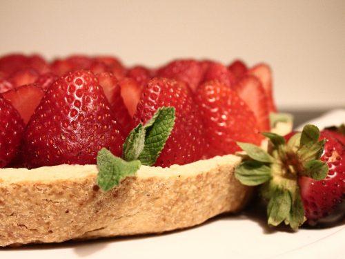 fresh strawberries and cream pie