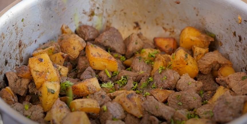 Garlic Butter Herb Steak Bites with Potatoes Recipe