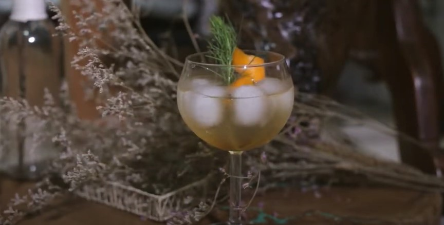 Peach and Rosemary Spritzers Recipe