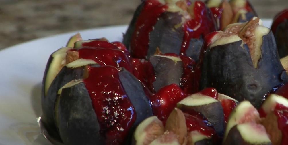 amaretti-stuffed figs with raspberry sauce recipe
