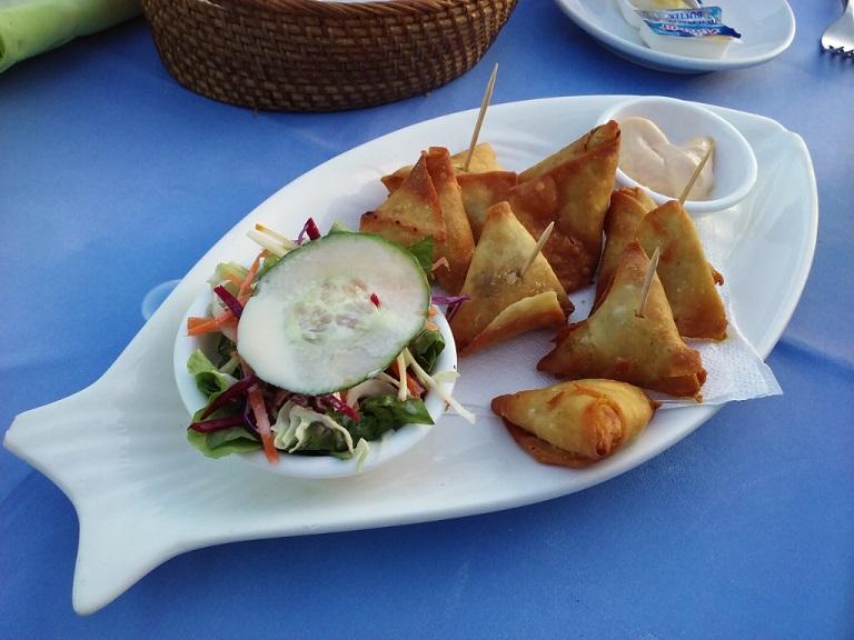 baked chicken samosas with mint yogurt dip