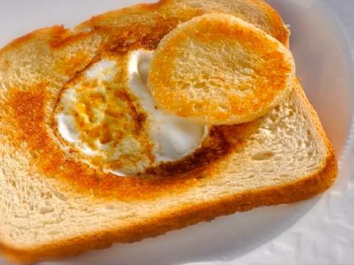 eggs in a basket recipe (cracker barrel copycat)
