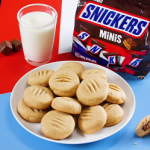 snickers stuffed chocolate chip cookies recipe