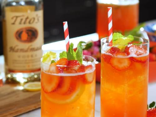 Strawberry Lemonade Vodka (Cheddar's Copycat)