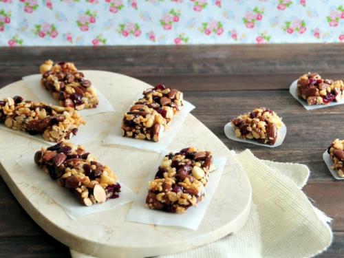 berry vanilla cashew snack bars recipe