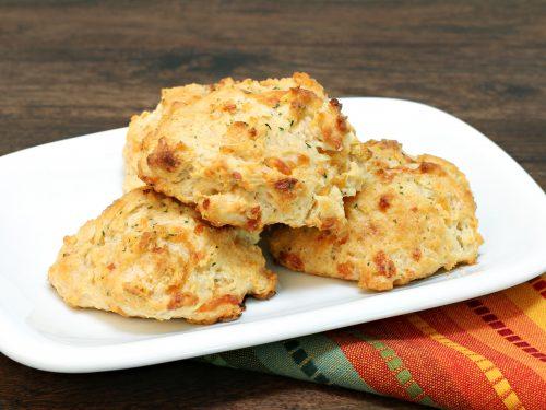 easy garlic cheddar biscuits recipe