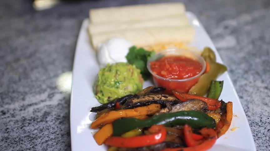 mushroom-and-pepper-vegetarian-fajitas-recipe